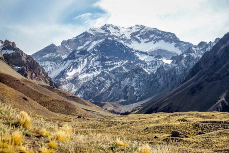 Photographie de l'Aconcagua dans un beau paysage montagnard